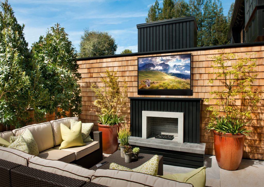 Ultra Bright Outdoor TV for Sun